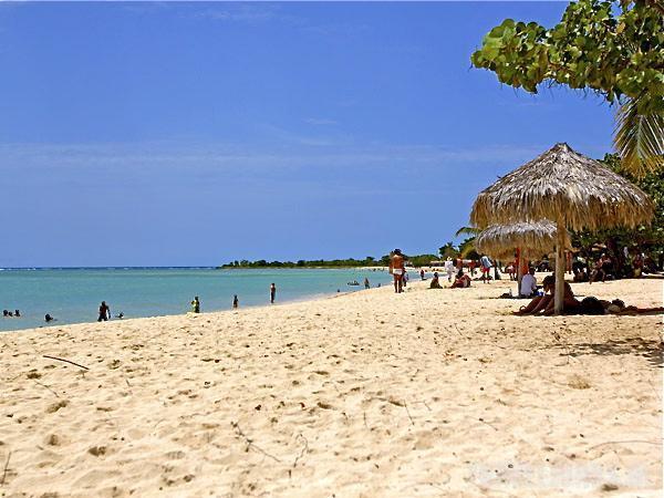 Playa-ancon-Cuba
