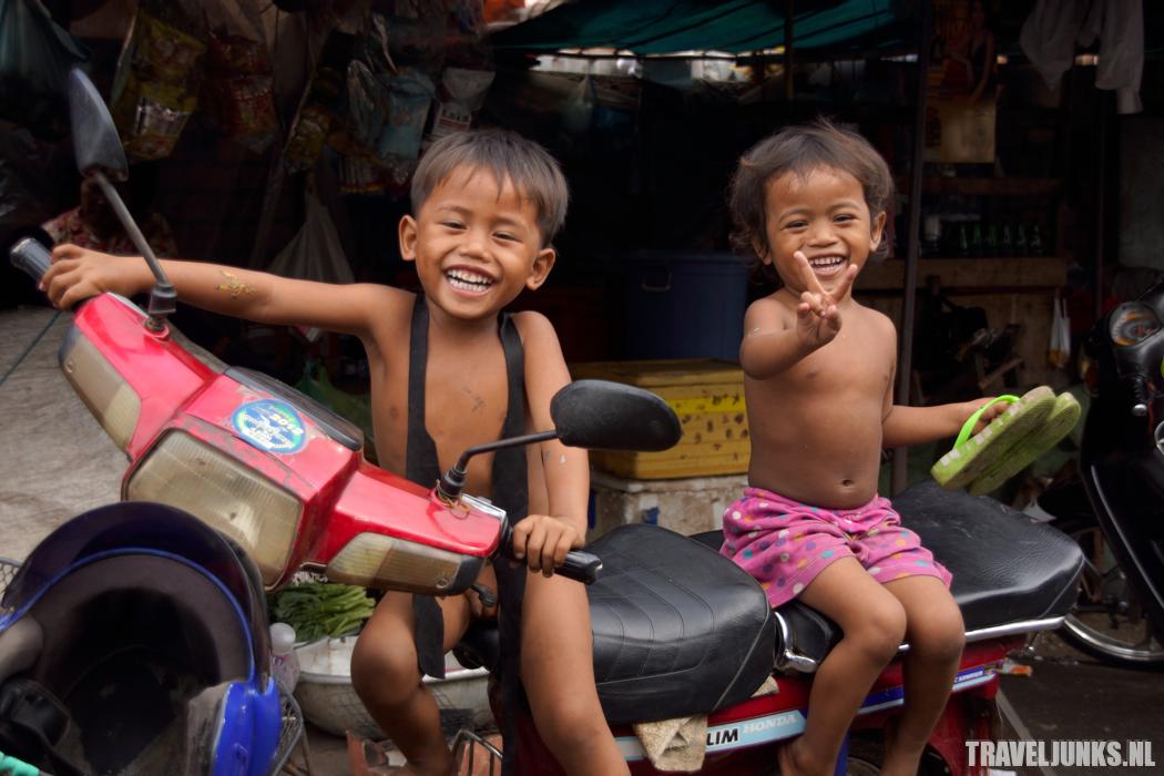 Cambodja kids brommer