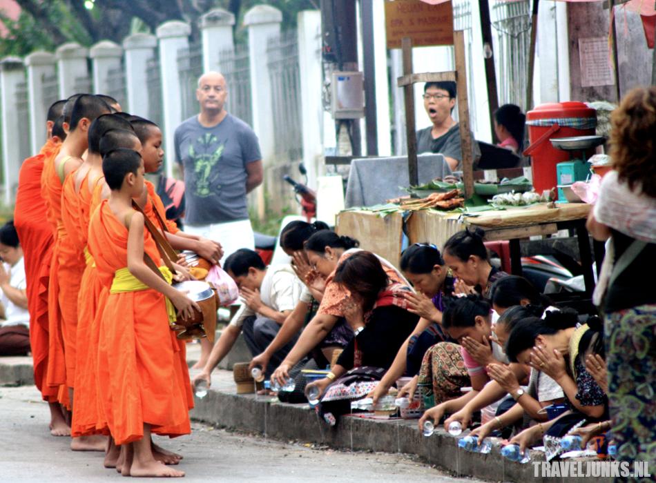 Aalmoes Luang Prabang