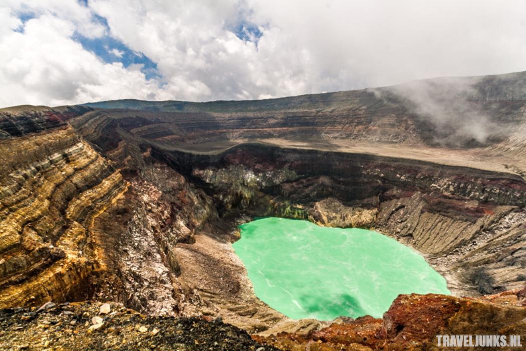Santa Ana krater