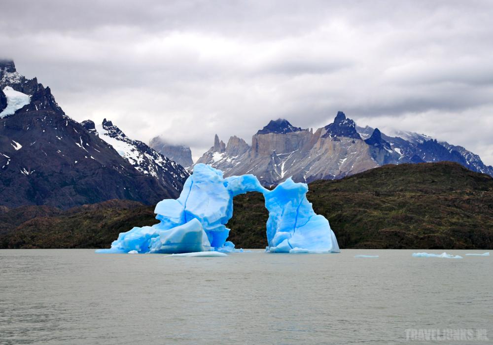 Torres del Paine lake grey